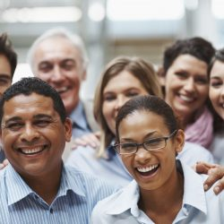 trabalhadores sorrindo